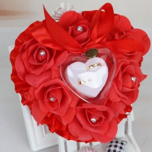 coussin alliance mariage coeur rouge